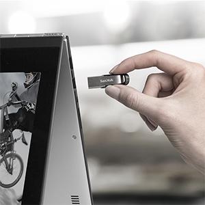 فلش مموری سن دیسک مدل Ultra Flair CZ73 ظرفیت 32  گیگابایت